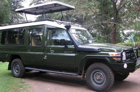 safari-landcruiser-for-hire-in-uganda