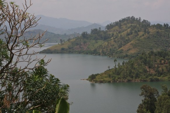 safaris on lake kivu