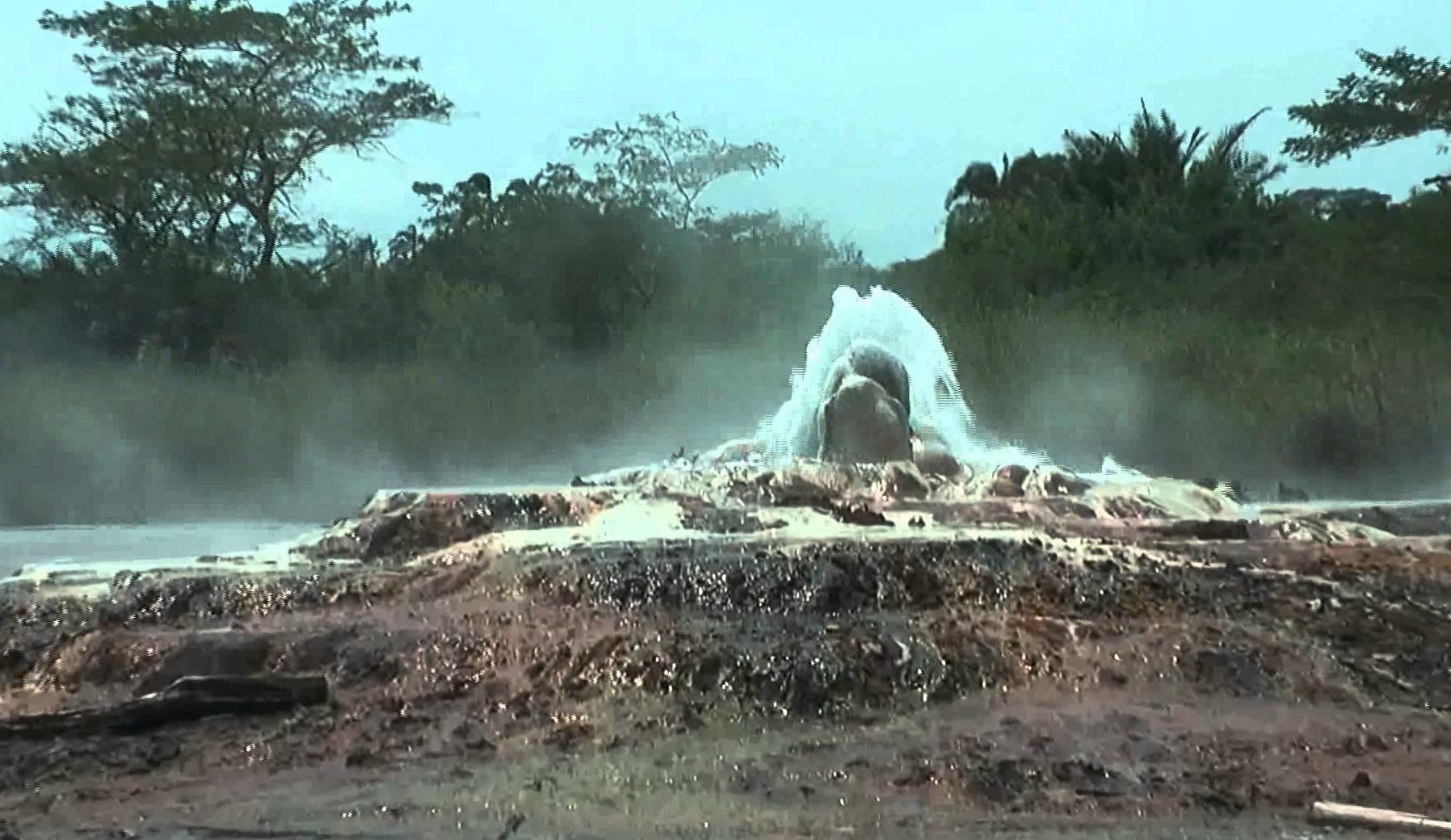 Sempaya hot springs semliki - uganda